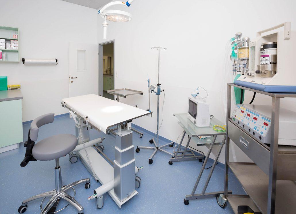 Moderner und heller Operationsraum - Tierarztpraxis Dr. Sigrid Riener